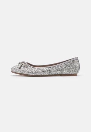 Baleríny - glitter silver