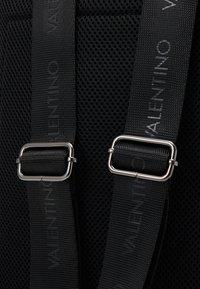 Valentino Bags - LIUTO BACKPACK - Sac à dos - brown - 3