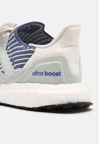 adidas Performance - ULTRABOOST 6.0 UNISEX - Zapatillas - white/crew blue - 4