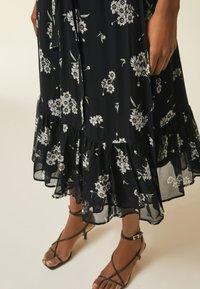 IVY & OAK - WRAP  - Denní šaty - aop/fine flower black - 3
