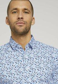 TOM TAILOR - Shirt - white base blue shades design - 3