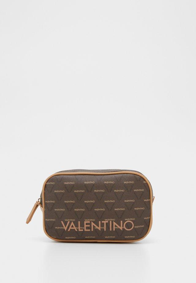LIUTO - Kosmetická taška - brown
