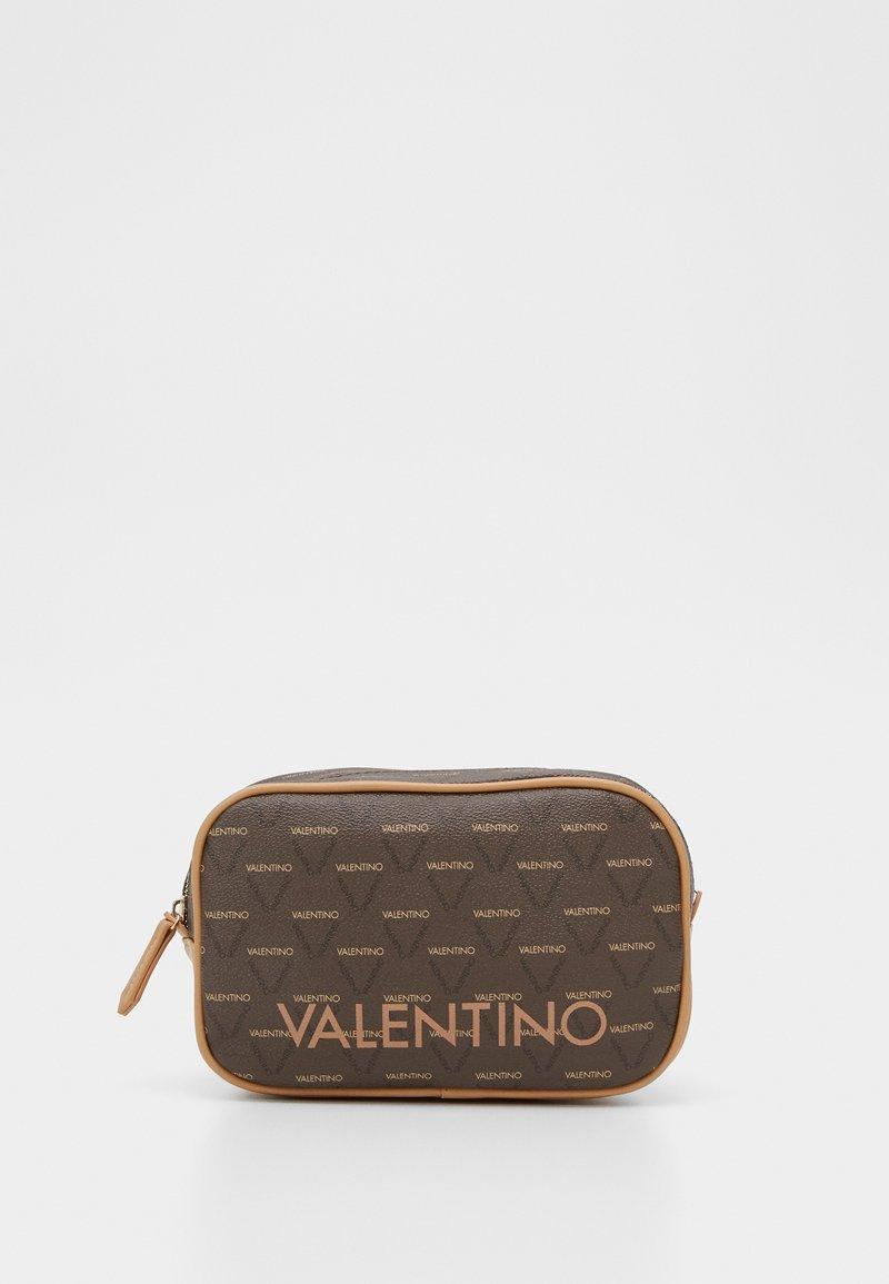 Valentino by Mario Valentino - LIUTO - Toalettmappe - brown