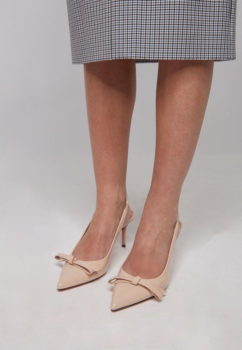 BOSS - EDDIE SLING 70 BOW-P - Classic heels - light beige
