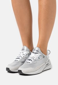 Diesel - S-SERENDIPITY LC W - Trainers - silver - 0