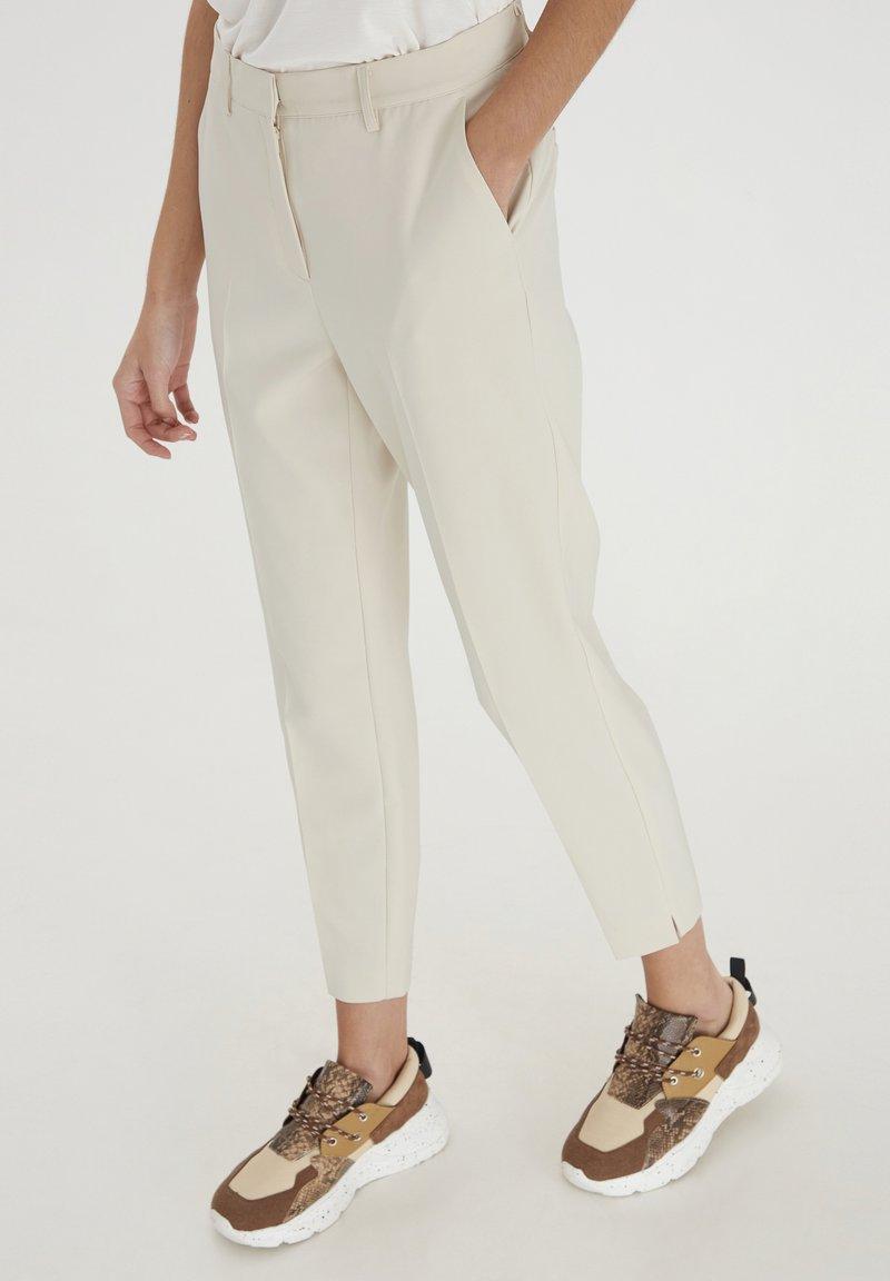 ICHI - IXLEXI - Trousers - tapioca