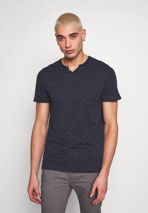JPRBEN SPLIT NECK TEE - T-shirt print - navy blazer