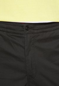 Polo Ralph Lauren - RELAXED FIT POLO PREPSTER PANT - Chinos - black mask - 5