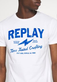 Replay - TEE - T-shirt con stampa - white - 4