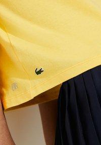 Lacoste Sport - Print T-shirt - gelb / weiß - 2