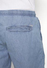 INDICODE JEANS - DRUMMONDVILLE - Denim shorts - mid indigo - 5
