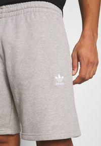 adidas Originals - ESSENTIAL UNISEX - Shorts - mottled dark grey - 5
