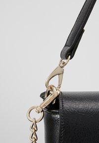 Valentino by Mario Valentino - OBOE - Håndtasker - nero - 4