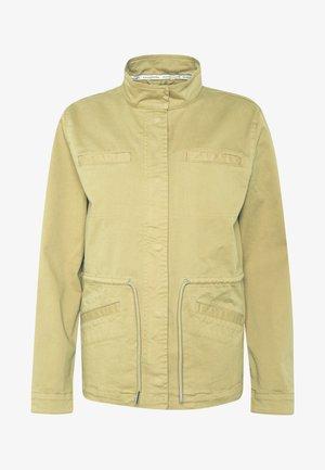 FIELD JACKET WELT POCKET DRAWSTRING - Summer jacket - bleached olive