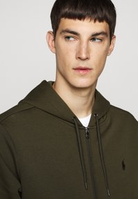 Polo Ralph Lauren - DOUBLE-KNIT FULL-ZIP HOODIE - Tröja med dragkedja - company olive - 5