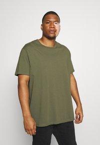 Burton Menswear London - BASIC 5 PACK - Basic T-shirt - purple/khaki/pink - 4