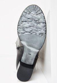 usha - Overknee laarzen - black - 4