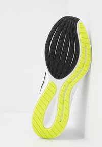 Nike Performance - RUNALLDAY 2 - Scarpe running neutre - grey fog/black/volt/white - 4