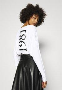 Guess - KAROLINA - T-shirt à manches longues - true white - 3