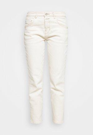 THEDA BOYFRIEND - Jeans relaxed fit - ecru wash