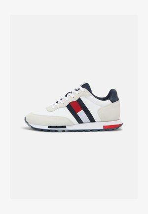 RETRO MIX POP RUNNER - Sneakers basse - white