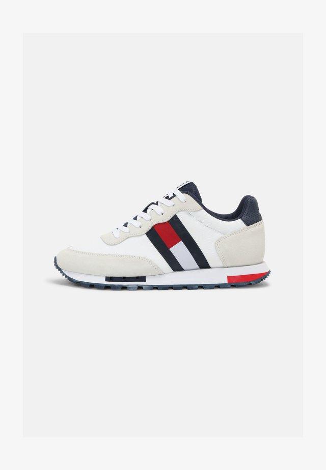 RETRO MIX POP RUNNER - Sneakers laag - white