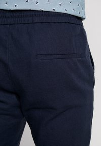Only & Sons - ONSLINUS CROP  - Trousers - dress blues - 5