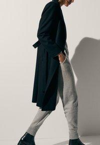 Massimo Dutti - 100 % KASCHMIR  - Tracksuit bottoms - grey - 5
