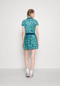 J.LINDEBERG - BINX PRINTED GOLF SKIRT - Sports skirt - poseidon - 2