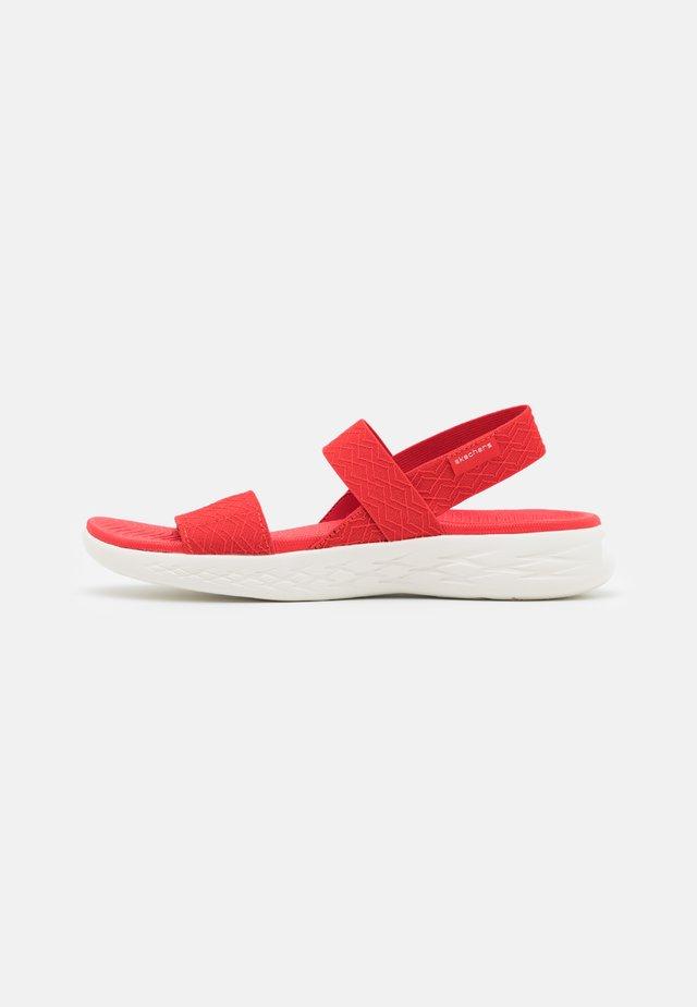 ON THE GO 600 - Chodecké sandály - red