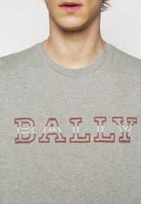 Bally - T-shirt imprimé - grigio melange - 4