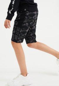 WE Fashion - SALTY DOG - Shorts - grey - 1