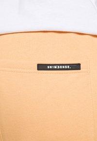 9N1M SENSE - LOGO PANTS UNISEX - Trousers - pantone apricot - 3