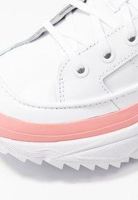 adidas Originals - KIELLOR - Sneakersy niskie - footwear white/glow pink - 2