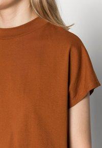 Weekday - PRIME - Basic T-shirt - dark orange - 4