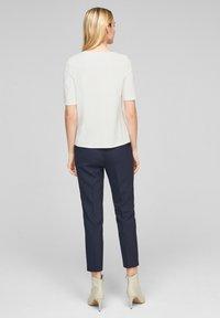 s.Oliver BLACK LABEL - MIT STATEMENT-PRINT - Print T-shirt - soft white love print - 2