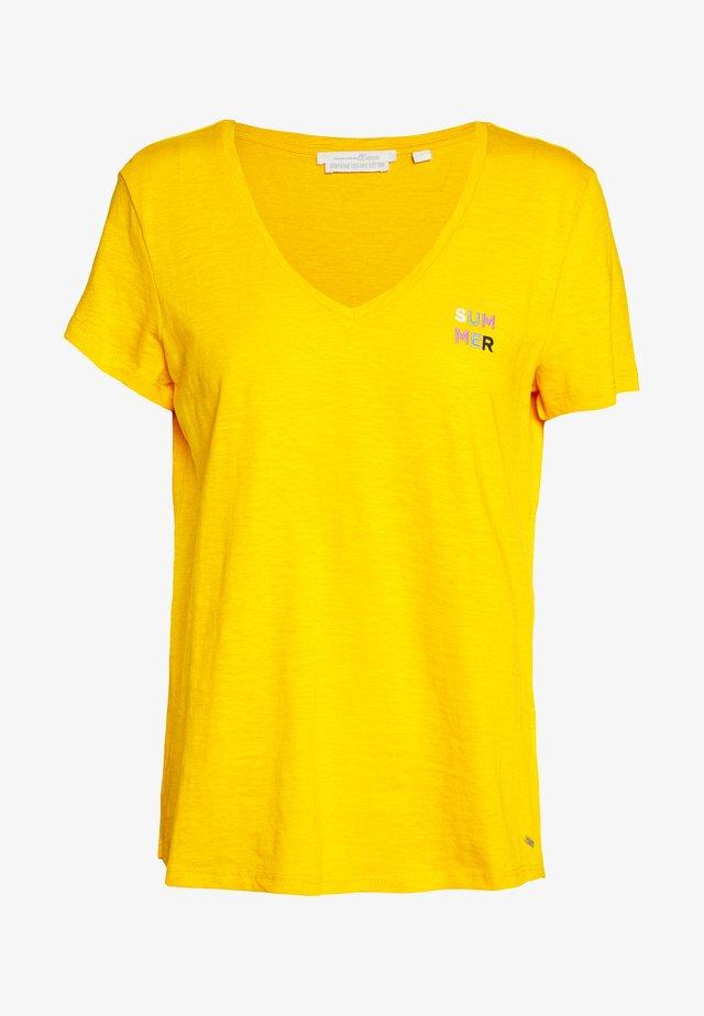 BASIC VNECK TEE WITH EMBRO - Basic T-shirt - orange yellow