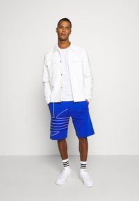 adidas Originals - OUT  - Shorts - royal blue/white - 1