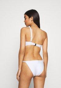 Calvin Klein Swimwear - CORE TEXTURED CUT OUT ONE PIECE - Badedrakt - classic white - 2