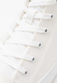 Armani Exchange - Sneakers alte - optical white - 5
