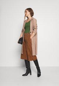 Anna Field - Basic T-shirt - olive - 1