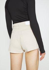 Weekday - ROWE  - Jeans Shorts - beige - 5
