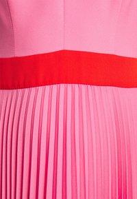 Milly - JILL PLEAT POLY DOBBY DRESS - Korte jurk - watermelon/coral - 6