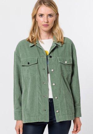 MIT HEMDKRAGEN - Button-down blouse - dusted sage