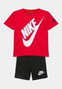 Nike Sportswear - FUTURA SET - Camiseta estampada - black/university red - 0