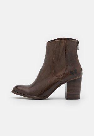 MADELINE  - Korte laarzen - uraco brown