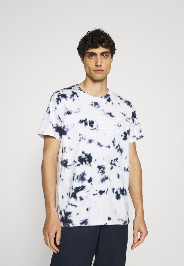 TEE - T-shirt z nadrukiem - suiting blue