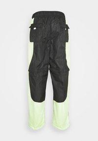 Jordan - TRACK PANT - Träningsbyxor - black/light liquid lime/electric green - 12