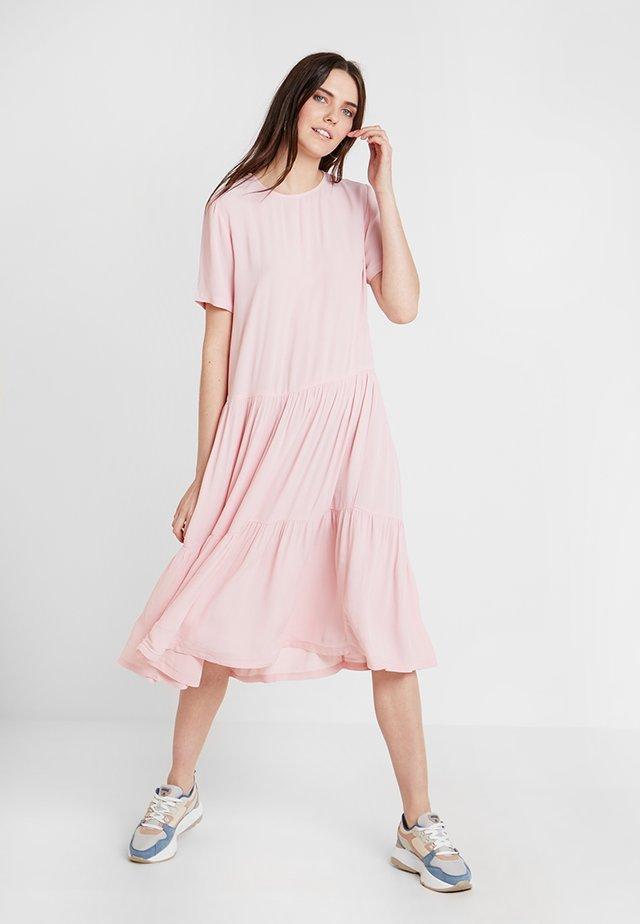 PIA MIRAM DRESS - Denní šaty - pink nectar