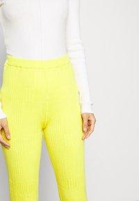 HOSBJERG - DORTHEA PANTS - Kalhoty - yellow - 4